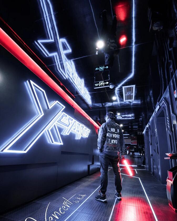 科幻未来世界主题电竞酒店引领潮流